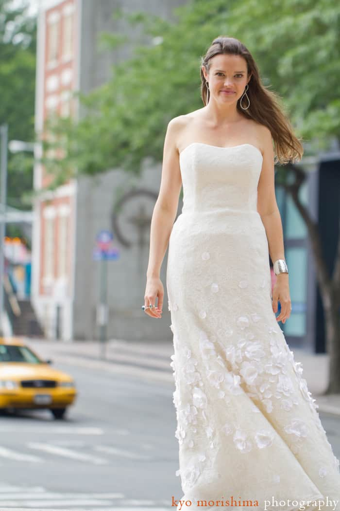 A bride in downtown NYC, photographed by wedding photographer Kyo Morishima.