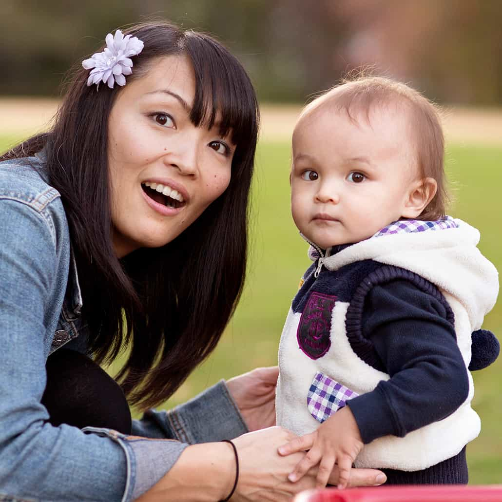 Mother and child portrait in a NJ park, photographed by Kyo Morishima