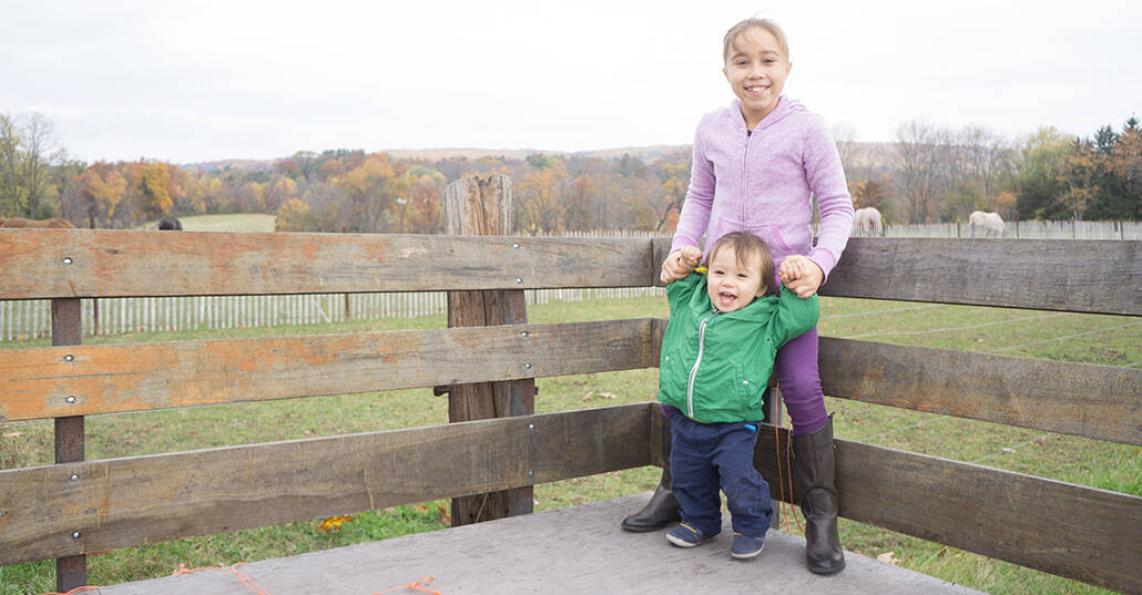 Relaxed kids portrait on a farm in central NJ, photographed by Kyo Morishima