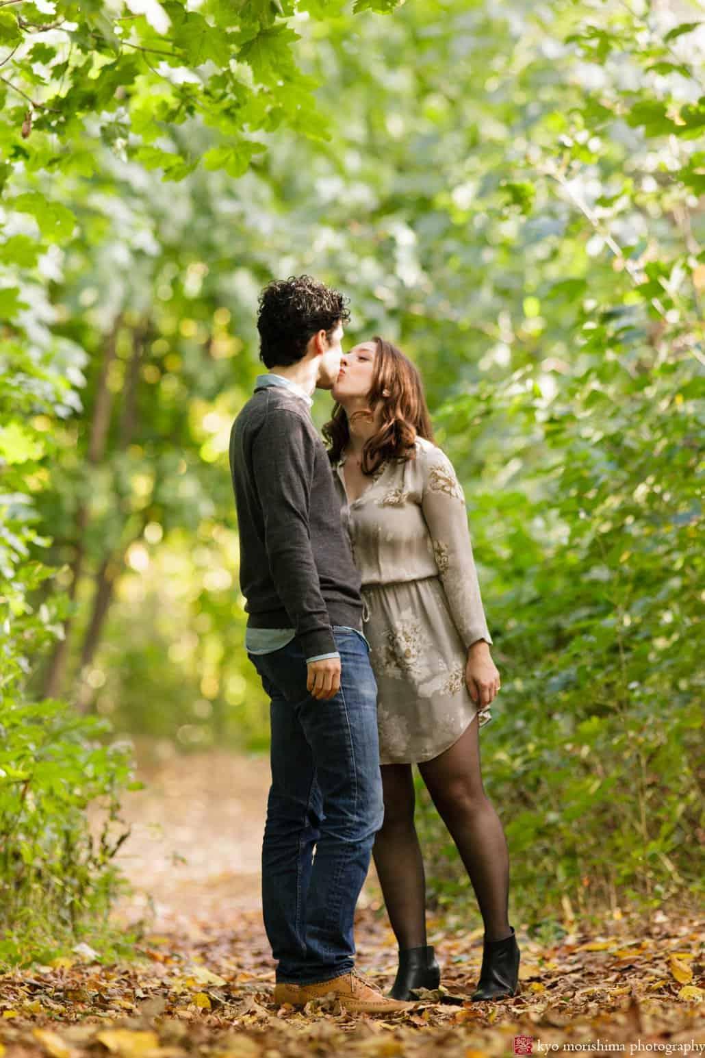 Prospect Park engagement photo kiss photographed by Kyo Morishima