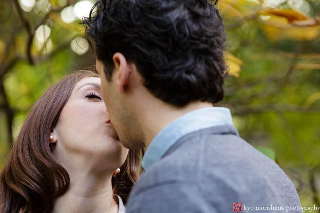 Engagement photo kiss at Prospect Park, photographed by Kyo Morishima