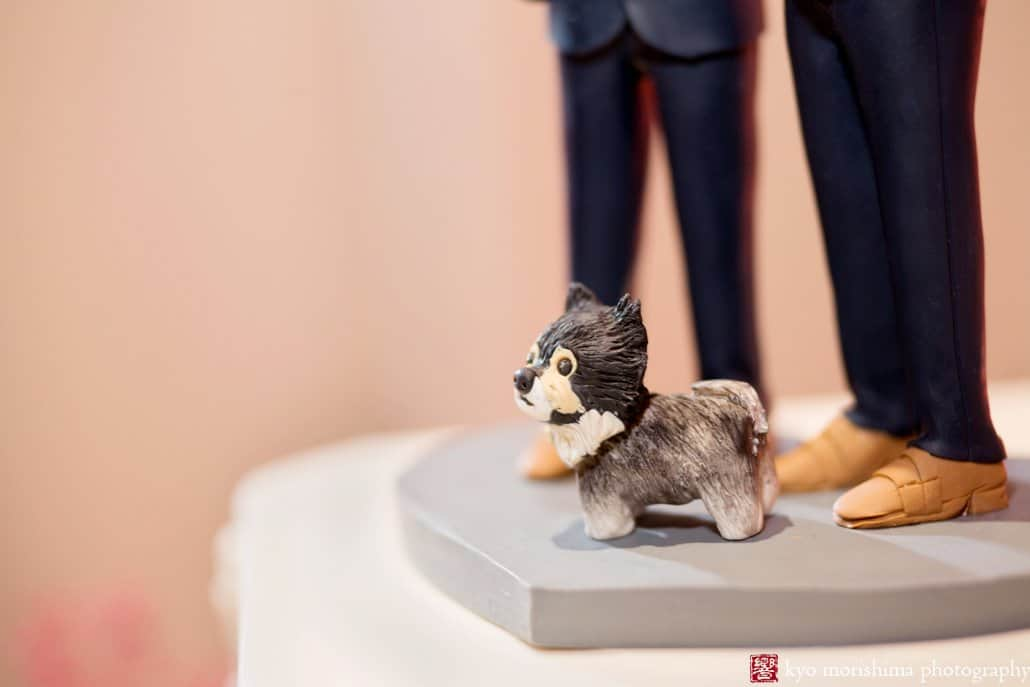 Bobblehead wedding cake topper with dog, photographed by Kyo Morishima