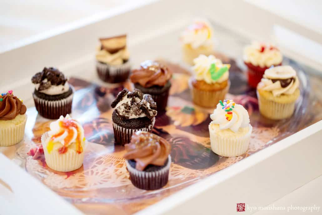 Mini cupcakes in various flavors by Caketeria