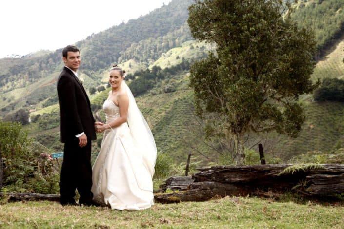 Bride and groom on mountaintop in San Gerardo de Dota, cloud forest region in Costa Rica, photographed by destination wedding photographer Kyo Morishima
