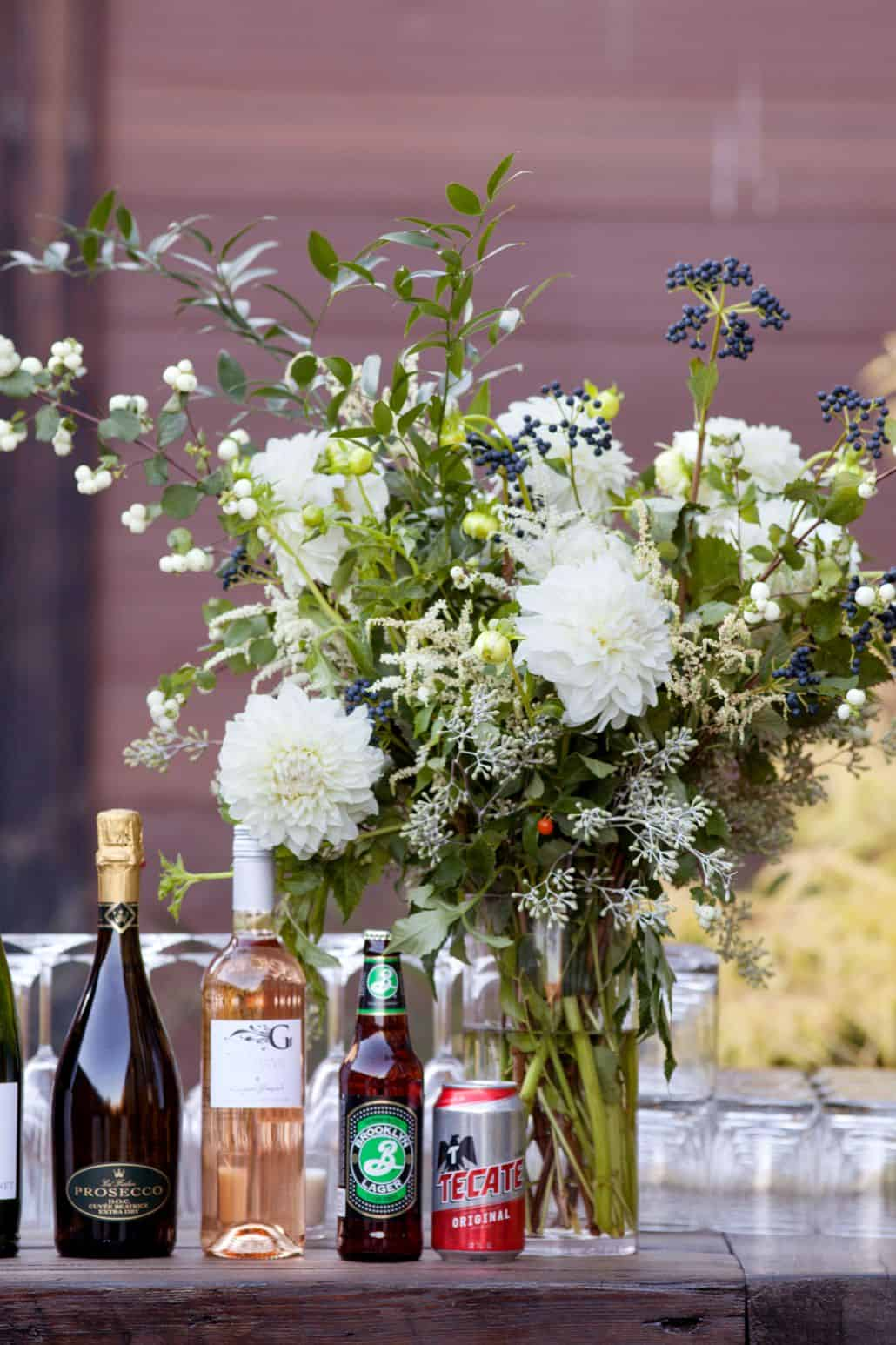 White dahlias with indigo accent flowers in wedding table ...