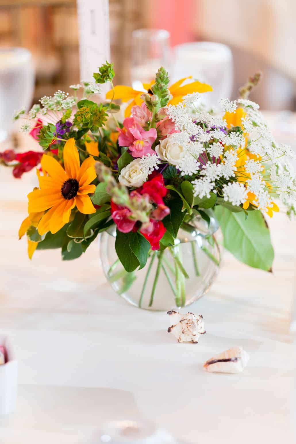 wedding table floral centerpiece, clear round vase, white tablecloth ...
